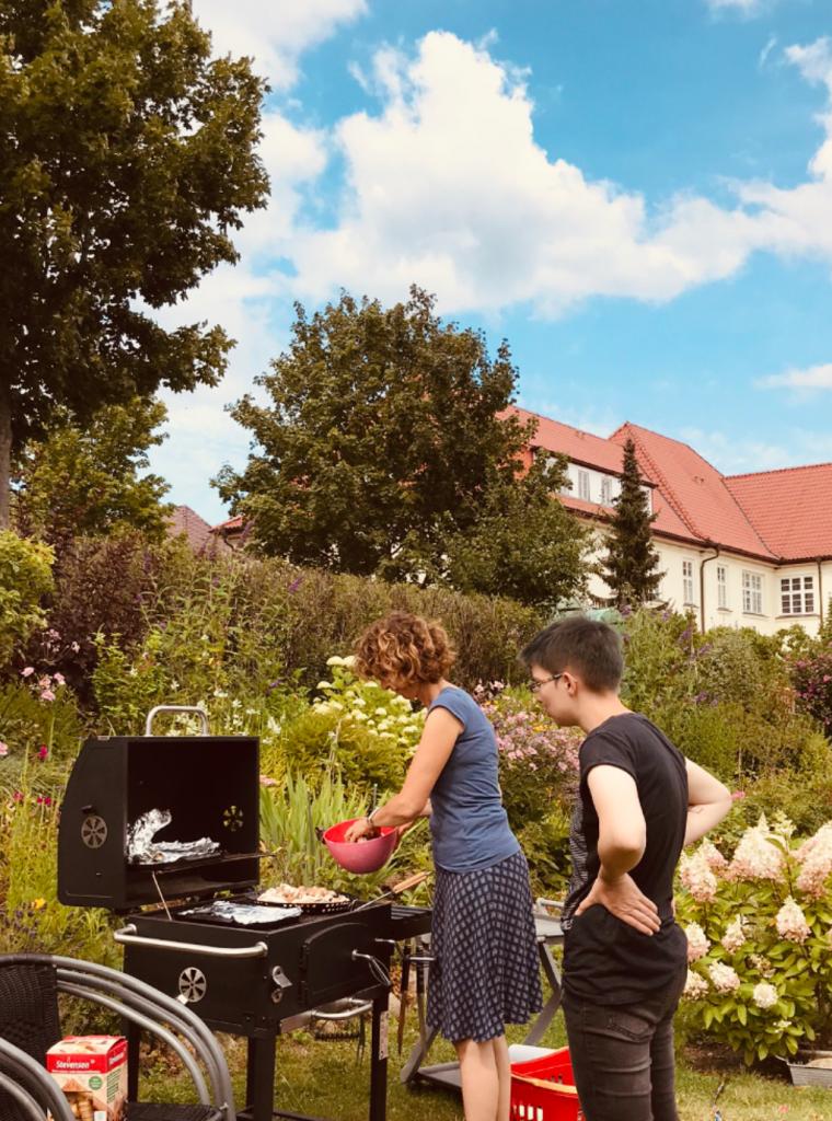 Grillen im Garten in Neustrelitz